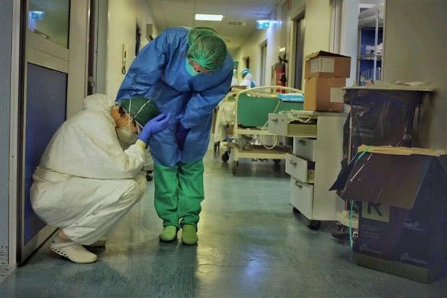 """""""就像暴风雨突袭"""" 意大利已有41名医护人员死于新冠病毒  第2张"""