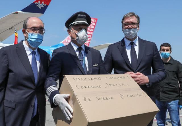 塞尔维亚向意大利派4架载有医疗物资的飞机:我们将一起赢得胜利