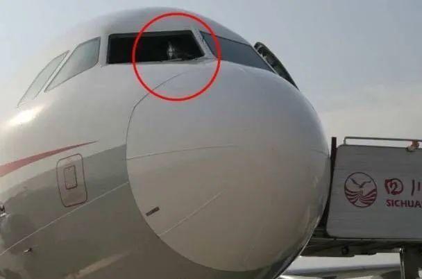 一年后,四川航空3U8633飞机航班风挡玻璃上空崩裂掉下来事件处理汇报发布!