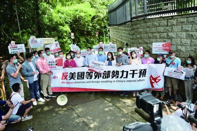 """港府劝诫""""不必心存侥幸""""中国香港国安法初显威慑杀伤力"""