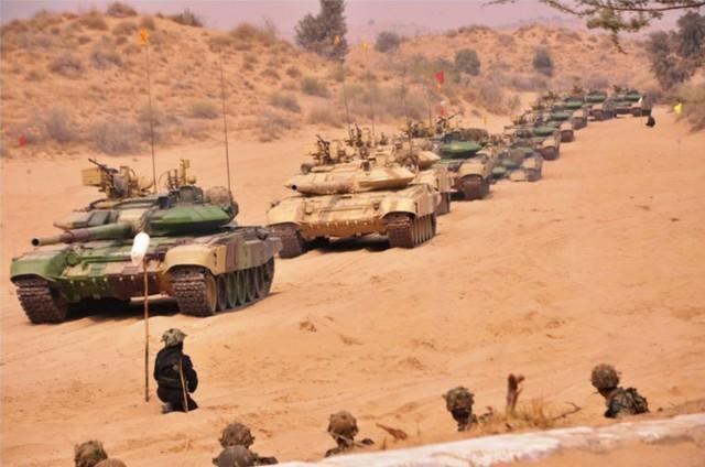 印尼在中印边界地域使用重型坦克、步战和美制战斗机开展大中型军事演习