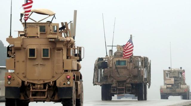 公布撤兵后,美国军队运输队从伊朗偷越驶往叙北边军事禁区