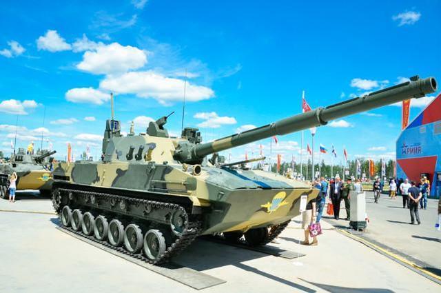 印度媒体称,印度军队正在购买冬装和轻型坦克,可用于中印对抗