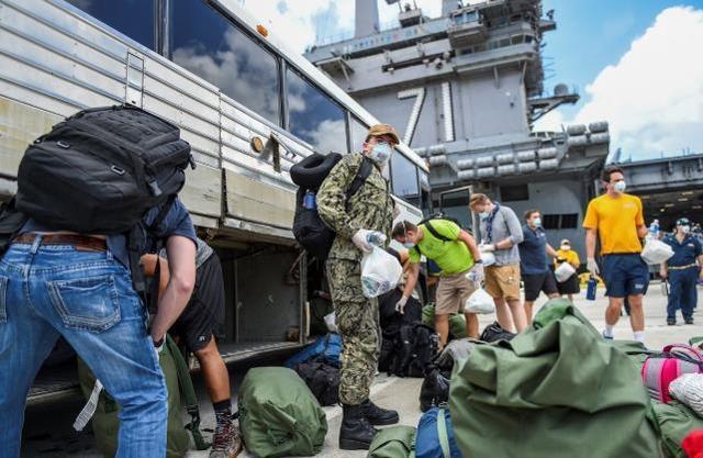 年初,美国罗斯福号航空母舰上的另外两个人被诊断出在新冠肺炎的船上有一千多人