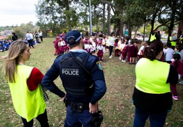 """数十所学校收到威胁邮件,澳大利亚""""高考""""中断,师生被疏散"""