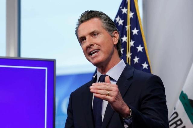 加州州长因违反防疫令道歉后宣布宵禁。