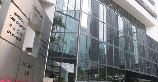 """去年,香港有两人因""""欺骗""""他人被判处三年半以上有期徒刑。法官:你活该。"""