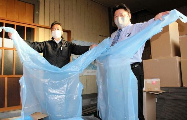 日本厂商改用防护服后,积压量很大。日本媒体:中国制造太便宜了。