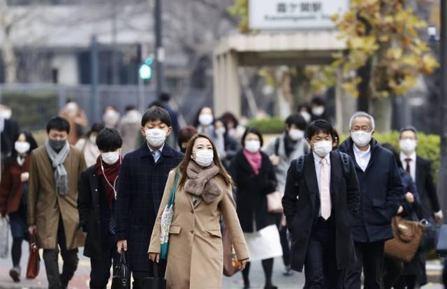 累计新冠确诊病例超过24万人,日本考虑再次发表紧急状态。